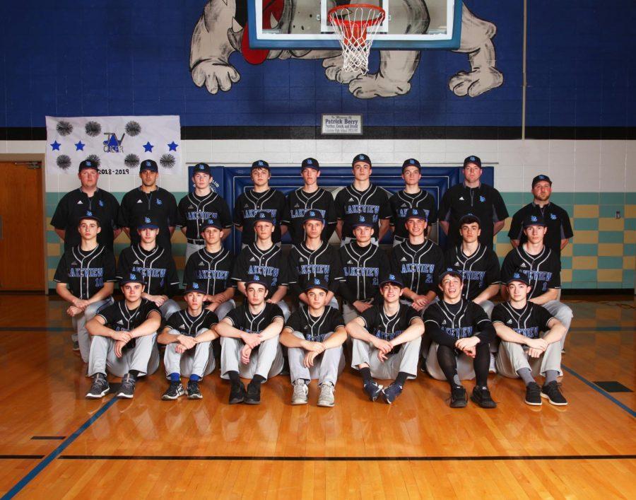 Boys+Varsity+Baseball+Aims+for+the+Fences%21